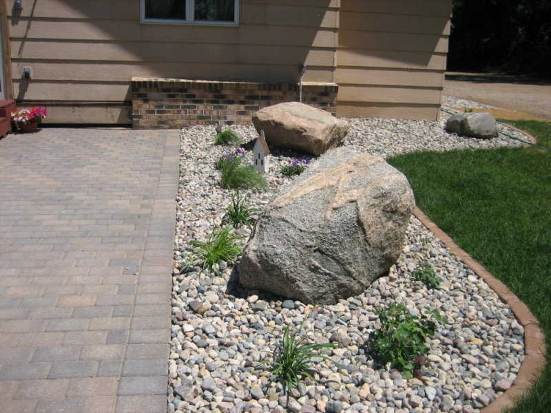 Pavers caola landscaping for Installing river rock landscaping