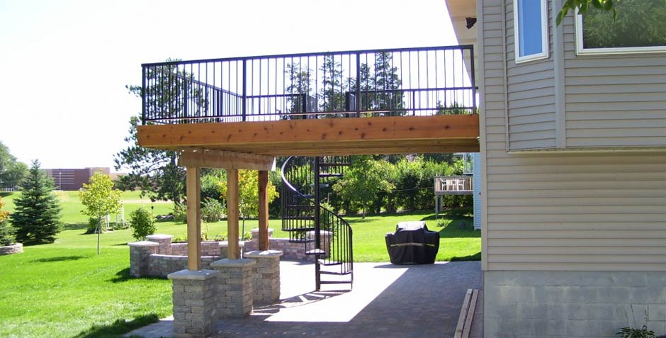 Caola Landscape Services builds decks and fences for your home or business.